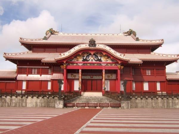 沖縄のシンボル 世界遺産・首里城で火災!! 正殿など、6棟が焼失
